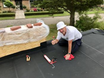 Dakbedekking voor een plat dak zelf leggen